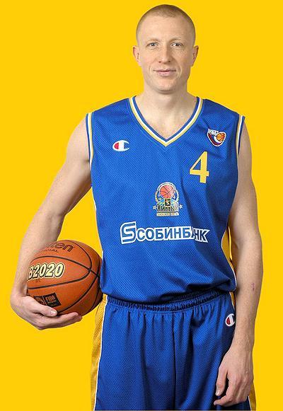 Александр Петренко (4 февраля 1976 - 21 июля 2006) 30-летний российский баскетболист разбился на Хаммере по пути на дачу с семьей - женой, тестем, тещей и дочерью - под Самарой, после столкновения с грузовиком. Похоронен в Химках на Новолужинском кладбище.