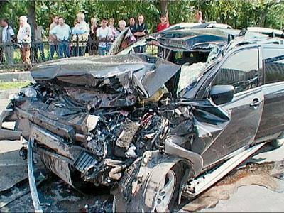 Джип музыканта, не успевшего вовремя затормозить, врезался в КамАЗ. После удара, в результате которого погиб и Баглан, и его пассажирка - оба, к слову, не были пристегнуты, - автомобиль загорелся. Водитель КамАЗа отделался испугом и вмятиной на кузове грузовика.