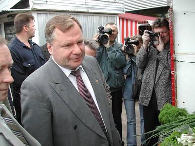 Виктор Шершунов (16 ноября 1950 - 20 сентября 2007) 56-летний губернатор Костромской области погиб вместе со своим водителем в ДТП в Подмосковье на 76-ом километре Ярославского шоссе - в губернаторский Мерседес врезался выехавший на встречную полосу Форд Фокус.
