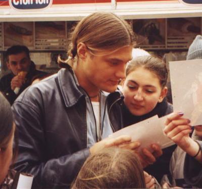 Музыкант покинул популярную группу в конце 2003 года и попытался начать сольную карьеру, однако вне сферы влияния продюсера Юрия Айзеншписа карьера у молодого человека не заладилась.