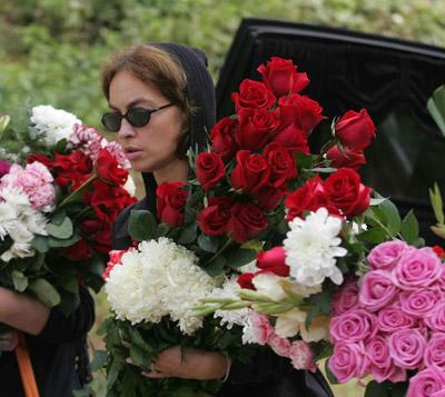 После столкновения легковушка врезалась еще в одну машину и перевернулась. Алексей Локтев получил открытую черепно-мозговую травму и скончался по дороге в больницу. Похоронен на муниципальном кладбище «Волково» в Мытищах Московской области.