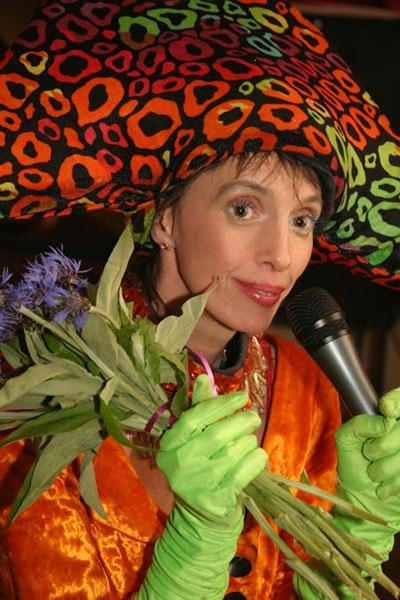 Стоит отметить, что после ухода из «Колибри» певица занималась театральной деятельностью и собиралась стать клоуном. Похоронена 27 сентября на Богословском кладбище в Санкт-Петербурге.