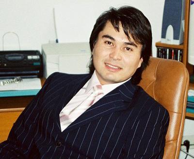 Баглан Садвакасов (17 октября 1968 - 2 августа 2006) 37-летний гитарист музыкальной группы «А-Студио» разбился на своем джипе Mitsubishi вместе с одной из сотрудниц компании Rus.Records - трагедия произошла в Москве, на Звенигородском шоссе.