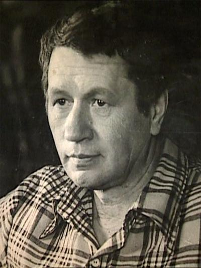 Леонид Быков (12 декабря 1928 - 11 апреля 1979) 50-летний советский актер, режиссер и сценарист трагически погиб в автомобильной катастрофе на трассе Минск-Киев, возле поселка Дымер, возвращаясь с дачи.