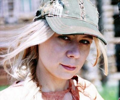 Екатерина Лапина (8 октября 1974 - 15 февраля 2012) 37-летняя российская актриса театра и кино попала в страшное ДТП по дороге на кинопробы - недалеко от подмосковной Лобни из-за гололеда машину вынесло на встречную полосу, где она столкнулась с мусоровозом.