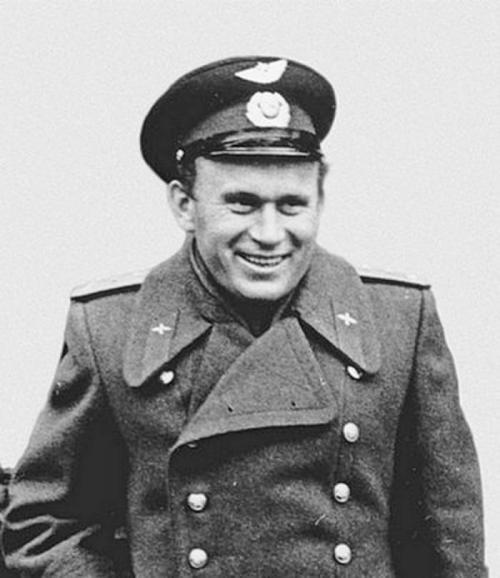 """Иван Аникеев. Проходил подготовку к космическому полету на корабле """"Восток"""", 3 апреля 1961 успешно выдержал экзамен и был зачислен в космонавты, однако в космос лететь ему было не суждено..."""