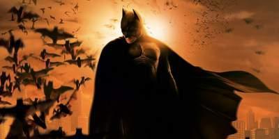 10. Бэтмен  Этот борец с преступностью повидал на своем веку множество перезапусков, включая фильмы и анимацию. Но лишь сойдя с экранов телевизор и перейдя в кинотеатры, франшиза о Бэтмене смогла набрать настоящие обороты. Роль миллионера в маске примерили на себя Вэл Килмер, Джордж Клуни и Кристиан Бейл. В 2016 году франшизу ждет ее самый большой перезапуск, где роль Бэтмена досталась Бену Аффлеку.
