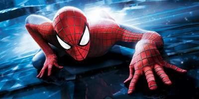 6. Человек-паук  Трилогия Сэма Рейми умела большой успех и собрала более 2,5 миллиарда долларов на момент третьего фильма. Но если приплюсовать еще и ремейк, то в целом франшиза выручила «скромные» 4 миллиарда.  Но еще больше Марвел и Сони заработают на ремейке, который выйдет на большие экраны в 2017 году.