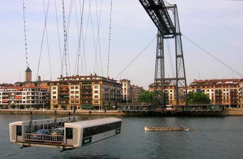 Подвесной: паром, ИспанияМаршрут: Португалете - Лас-АренасВремя в пути: 1,5 минутыСтоимость: €0,3-1,2Этот паром движется не по воде, а по воздуху -
