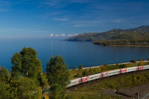 Долгое время Транссиб был самой длинной в мире железной дорогой, но в 2014-м уступил лидерство новому маршруту, связавшему столицу Испании Мадрид с китайским городом Иу. Магистраль длиной 13 000 км построили в рамках проекта