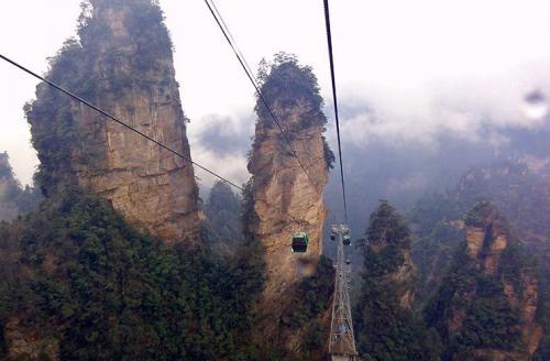 Самый экстремальный: канатная дорога, КитайМаршрут: Город Чжанцзяцзе - гора ТяньмэньВремя в пути: 40 минутСтоимость: 258 юаней (2200 руб.)Гора Тяньмэнь в национальном парке Чжанцзяцзе, где снимался