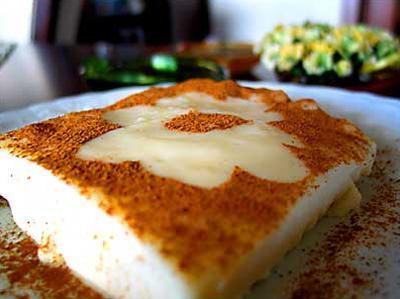 Во времена Османской империи такое блюдо в форме пудинга подавали в качестве десерта султанам в турецком дворце Топкапы.  /По материалам fresher.ru/