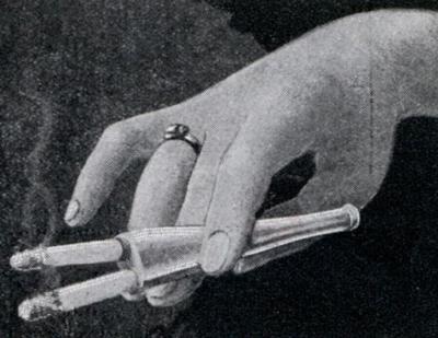 Двойной мундштук для особо заядлых курильщиков (1932)