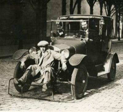 Автомобиль с лопатой для пешеходов, предназначенный для сокращения числа жертв (Париж, 1924)
