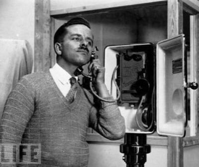 Ларингофон - телефон, передающий вибрации голосовых связок (1929)