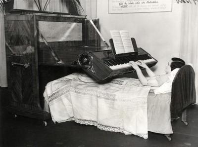 Пианино для прикованных к постели (Великобритания, 1935)