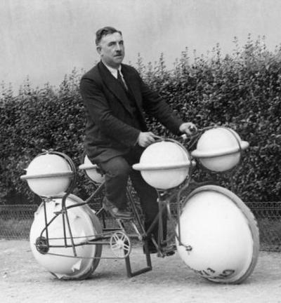Велосипед-амфибия для передвижения по земле и по воде, грузоподъемностью до 120 кг на воде (Франция, 1932)