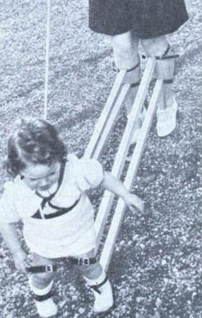 Устройство для обучения ребенка ходьбе (Швейцария, 1939)