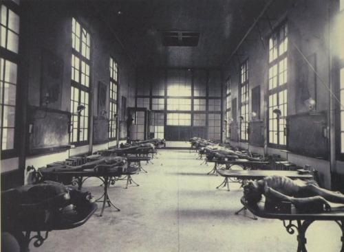 Кабинет вскрытия в медицинской школе в Бордо, Франция, 1890 г.