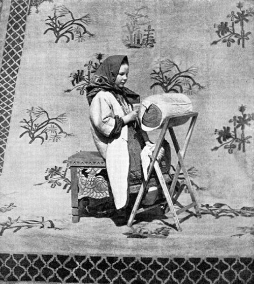 Кружевница за работой. Российская империя, 1900-е.