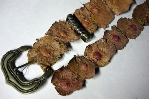 Ремень из человеческих сосков - одна из ужасных поделок принадлежащих серийному убийце и некрофилу Эду Гейну.