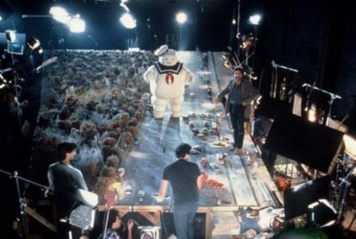 На съемках «Охотники за привидениями». Зефирный человечек наводит хаос в невинном городке, 1983 г.