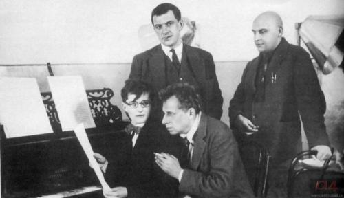 4 гения: Шостакович, Мейерхольд, Маяковский, Родченко.