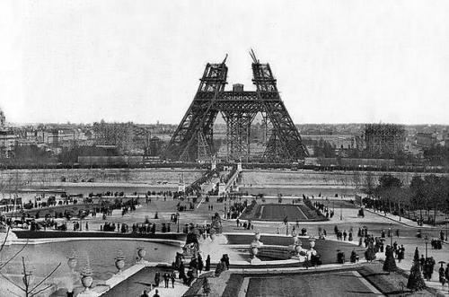 Эйфелева башня в стадии строительства, 1880-е годы.