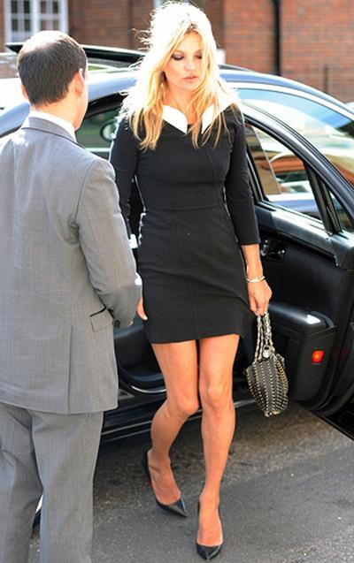 Уличный стиль знаменитости: Кейт Мосс и ее новая сумка.