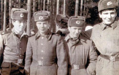 Роман Абрамович (на фото Абрамович первый слева)