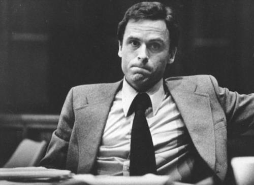 В указанном двухсерийном фильме именно эта суть стала основой построения сюжета, а не то, каким образом были совершены убийства. Теду Банди предложили посмотреть фильм, но он отказался.