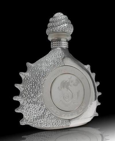 6. 255 000 $ – Текила Spluch. Бутылка сделана из платины и белого золота и была представлена в Мехико в 2006. Бутылка была куплена на аукционе частным коллекционером 20 июля 2006.