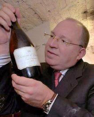 """7. Самое дорогое вино.Эта бутылка вина 1787 года была продана недавно (2006) """"американскому Клиенту"""" за 90 000 $. Нужно помнить, что с этой бутылкой можно связать много событий тех лет. В 1787, когда крестьяне в Бордо собирали этот виноград, Джордж Вашингтон стал первым президентом Соединенных Штатов, Марии Антуанетте французские революционеры собирались отрубить голову, а Джеймс Уатт изобретал паровой двигатель."""