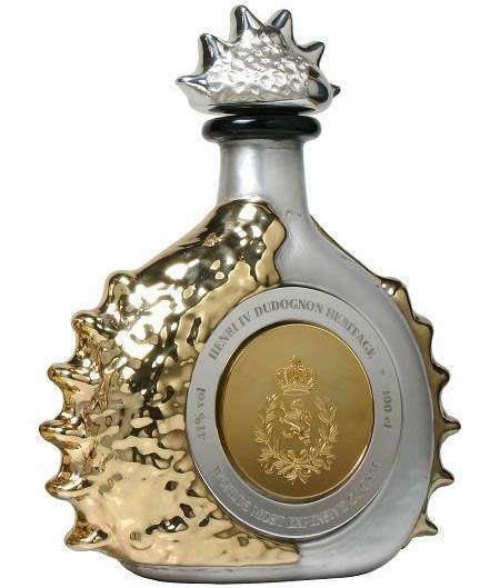 3. Коньяк за 2 000 000 $. Этот коньяк, Henri IV Dudognon Heritage, который стоит приблизительно 2 000 000 $, еще совсем недавно был самым дорогим алкоголем в мире. Этот специфический коньяк был выдержан в течение 100 лет в бочках, которые в течение пяти лет перед использованием сушились на воздухе. Конечный продукт — 41%-ый алкоголь. Бутылка обработана золотом и платиной (всего 4 кг драгоценного металла) и украшена бриллиантами.
