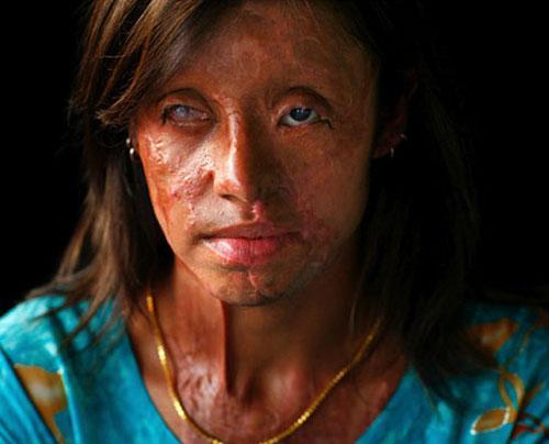 22 летняя заира лиакат saira liaqat смотрит