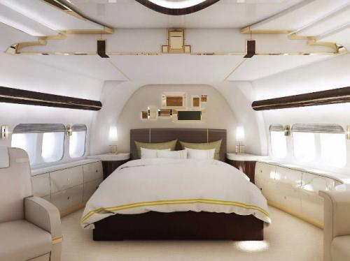 10. Boeing 747– 8 VIPСтоимость 200 млн долларов Boeing 747– 8 VIP, который также именуется как Dreamliner, открывает десятку самых дорогих самолётов в мире. Владельцем «воздушного корабля» является гонконгский миллиардер Джозефу Лау. Авиасудно также считается самым большим и длинным в мире. В обычном Boeing 747– 8 способно вместиться до полутысячи человек. В Dreamliner столько людей может и не расположиться, но зато он славится своим роскошным дизайном и непревзойдённым комфортом. Стоимость авиалайнера оценивается на сегодняшний день в 200 миллионов долларов США.