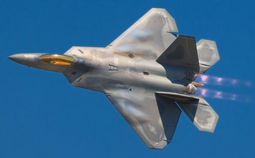 4. F-22 RaptorСтоимость 350 млн долларовF-22 Raptor — самый дорогой в мире самолёт-истребитель, произведённый компанией Lockheed Martin. Признан самым лучшим военным воздушным судном. Многоцелевой истребитель пятого поколения находится на вооружении США. Он имеет непревзойденные технические характеристики, благодаря которым может выполнять военные задачи в абсолютно любые погодные условия. F-22 может сбивать вражеские ракеты, быть невидимым для радаров и способен летать на сверхзвуковой скорости. Производились истребители с 1997-го по 2011 год. Всего было выпущено 195 единиц. Экспорт серийных истребителей был запрещён. Стоимость одной такой модели оценивается в 350 млн долларов США. Впоследствии было запущено производство более дешёвой версии F-25.