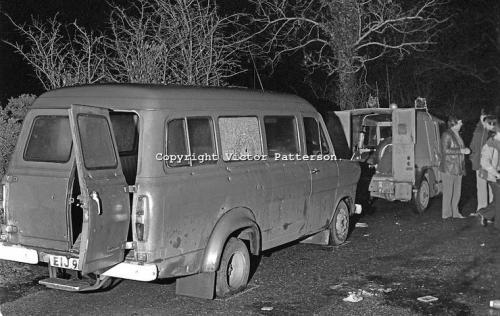 5 января 1976 года стрелок ИРА остановил автобус с 11 рабочими-протестантами, вывел их наружу, заставив выстроиться в линию, и застрелил каждого. Убийца потратил 136 патронов меньше чем за минуту.