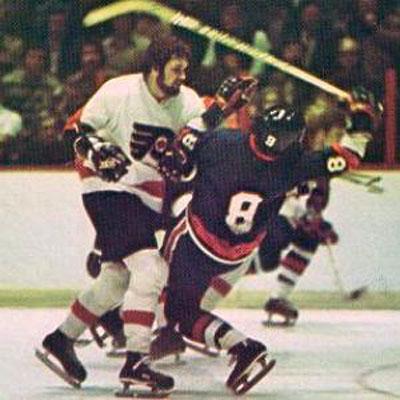 """Он на протяжении 6 лет неизменно становился главным забиякой во всех командах и лигах, где выступал:1969-70 – """"Salem Rebels"""" (EHL) – 356 штрафных минут, 1970-71 – """"Quebec Aces"""" (AHL) – 382 штрафные минуты, 971-72 – """"Richmond Robins"""" (AHL) – 392 штрафные минуты, 1972-73 – """"Philadelphia Flyers"""" (NHL) – 259 штрафных минут, 1973-74 – """"Philadelphia Flyers"""" (NHL) – 348 штрафных минут, 1974-75 – """"Philadelphia Flyers"""" (NHL) – 472 штрафные минуты..."""