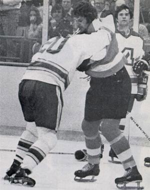 """До сих пор Шульц занимает почетное пятое место в списке главных грубиянов """"Флайерз"""" и является обладателем рекорда НХЛ по числу штрафных минут, набранных в течении одного сезона..."""