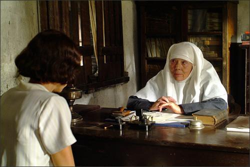 В 1980-х она много снималась на телевидении, в основном в телепостановках спектаклей и сериалах. В 90-е актриса активно работала в театре и параллельно появлялась на экране, но особо заметных картин в ее активе не было. Один из самых успешных фильмов с участием Дайаны Ригг вышел на экраны в 2006 году — это мелодрама «Разрисованная вуаль», главные роли  в которой исполнили Наоми Уоттс и Эдвард Нортон. Всего на счету актрисы более пятидесяти экранных работ.На фото: кадр из фильма Разрисованная вуаль