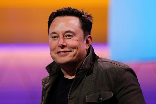Илон Маск, основатель компании SpaceX, 5 детей Статус: №40 в мировом списке Forbes, $22,3 млрд «Я неплохой отец. Дети проводят у меня больше половины недели, и я уделяю им довольно много времени. Кроме того, я беру их с собой в поездки. У них есть возможность получить весьма необычный опыт, который они смогут оценить, когда станут старше. Я никогда бы не пошел в поход по собственному желанию, я делаю это лишь для того, чтобы они хоть иногда сталкивались с трудностями. Они должны сами готовить и убирать — и делать все, что делают в походах»