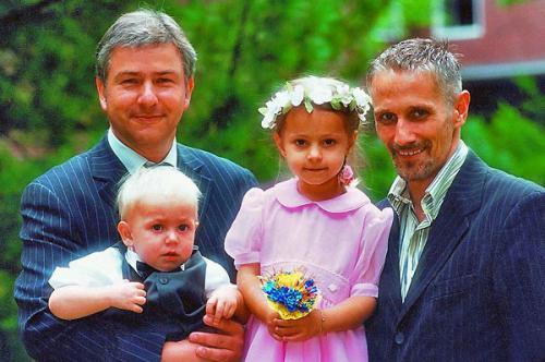Клаус Воверайт и его любовь Йорн Кубики. На фото с крестниками Тобиасом и Луизой.
