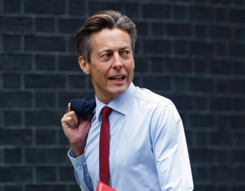 Бен Брэдшоу В 2006 Бенджамин Питер Джеймс Брэдшоу, с 1997 года являющийся членом Парламента Великобритании от Лейбористской партии, а в июне 2007 занявший пост министра здравоохранения и министра по делам Юго-Запада в правительстве Гордона Брауна, объявил о вступлении в гражданское партнерство с Нилом Далглейшем, своим бывшим коллегой из BBC.