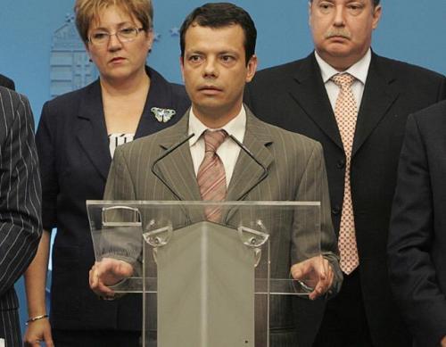 Габор Сетеи Первым венгерским политиком высшего ранга, объявившим о своей ориентации, стал госсекретарь Габор Сетеи, член Венгерской Социалистической партии. 6 июля 2007 года во время речи на открытии кинофестиваля геев и лесбиянок в  Будапеште он заявил: «Я — европеец и венгр. Я верю в Бога, в любовь, свободу и равенство. Я — госсекретарь республики Венгрия. Экономист и директор по персоналу. Партнер, друг, иногда — конкурент. А также гей».