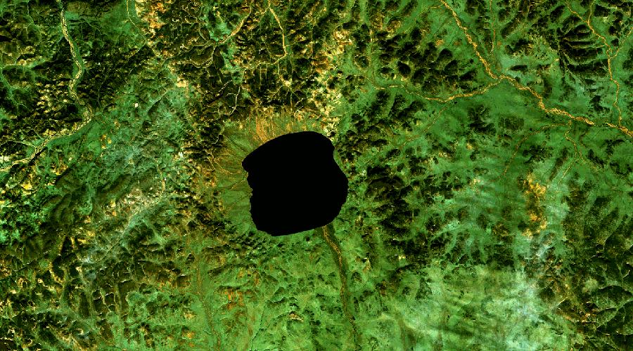 Озеро ЭльгыгытгынС чукотского это непроизносимое название переводится довольно просто — «белое озеро». Оно появилось в результате падения метеорита и имеет диаметр в 13 километров. Ученые считают, что именно этот метеорит привел к значительному похолоданию климата на территории Чукотки.