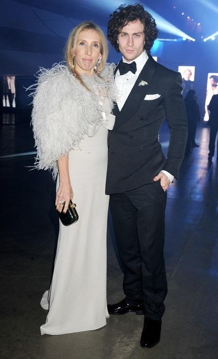 Сэм Тэйлор-Вуд и Аарон Джонсон (23 года разницы)23 июня 2012 года 45-летняя Сэм Тейлор-Вуд и 22-летний Аарон Джонсон сыграли свадьбу.