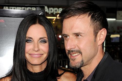 Дэвид Аркетт и Кортни Кокс (7 лет разницы)Но вот этой паре не удалось сохранить отношения, они развелись после 13 лет брака.