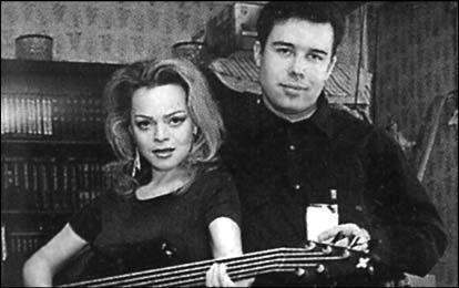 Лариса Долина и Илья Спицын (13 лет разницы)Илья Спицын второй супруг певицы. Лариса Долина, в прошлом оставила своего мужа из-за молодого и женатого гитариста Ильи Спицына.
