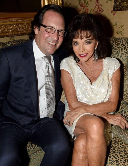Джоан Коллинз и Перси Гибсон (32 года разницы)Когда в 2002 году 68-летняя Колинз выходила замуж за перуанца Гибсона, который младше ее на 32 года, все отнеслись к этому весьма скептически. Видимо, такая большая разница совсем не смущает Джоан, ведь на этот вопрос она ответила в шуточной форме: «Если он умрёт — значит, умрёт».